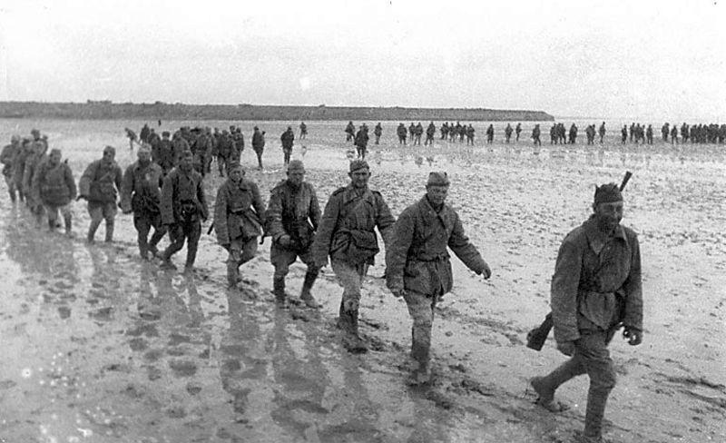 Солдаты РККА переходят залив Сиваш