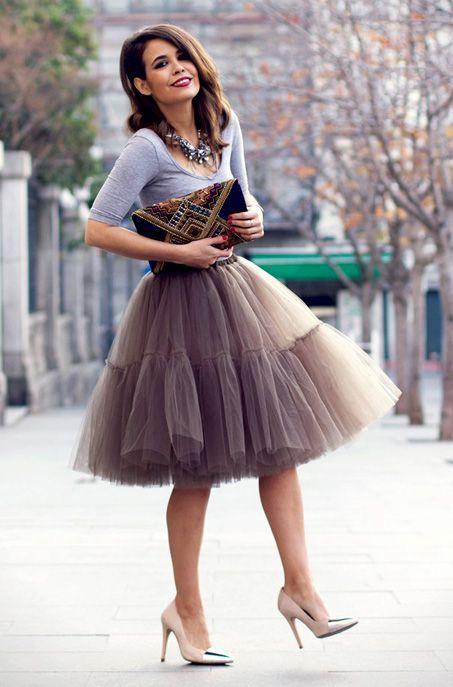 Легкие, многослойные юбки из прозрачного материала (подойдет фатин, капрон,  шифон и даже тюль) можно носить и днем, и вечером. 0e51f83bcff
