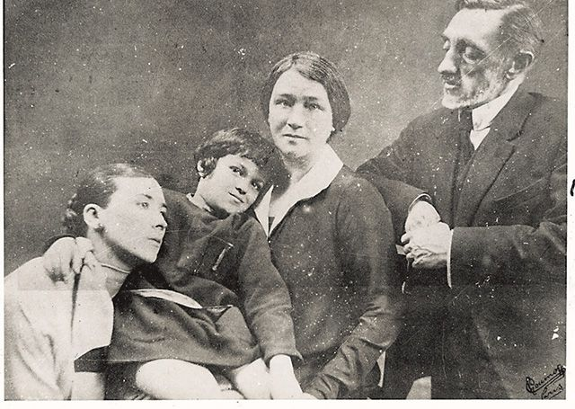 Юлия Кутырина с сыном Ивушкой, Ольга и Иван Шмелевы. Париж. 1926