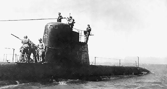 24 октября 1908 г. спущена на воду первая в мире дизель-электрическая подводная лодка минога
