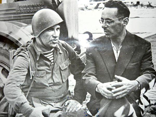 Юрий Левитан и Марк Бернес на съемках фильма «Два бойца»