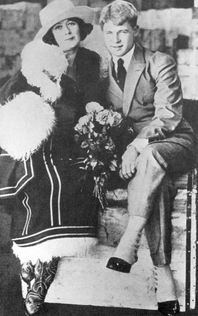 Американская балерина Айседора Дункан и русский поэт Сергей Есенин