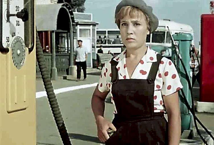 КОРОЛЕВА БЕНЗОКОЛОНКИ ФИЛЬМ 1963 СКАЧАТЬ БЕСПЛАТНО