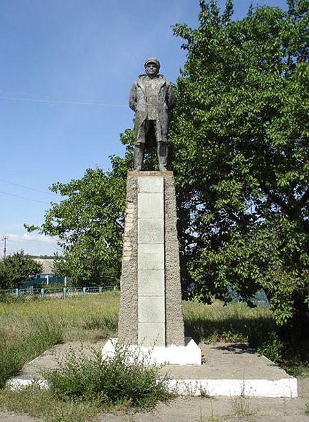 Памятник Жданову в хуторе Богданов Ростовской области