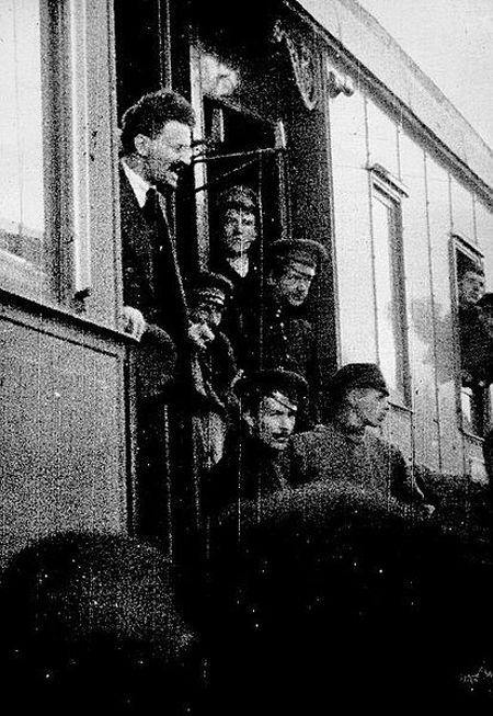 Лев Троцкий в 1917 году