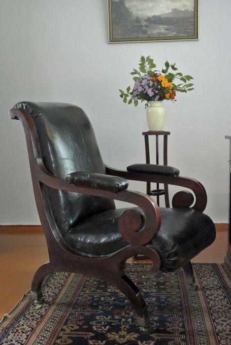 Каминное кресло, принадлежавшее Лермонтову