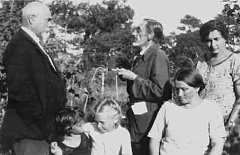 А. И. Деникин и И. С. Шмелёв с семьями в Капбретоне, Франция, 1926