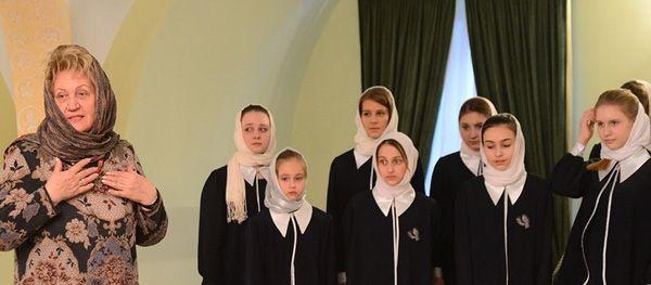 С детским хором музыкально-хоровой студии средней общеобразовательной школы № 1945