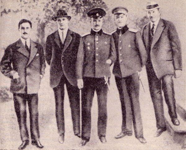 Нестеров среди членов Киевского общества воздухоплавания. 1910-е