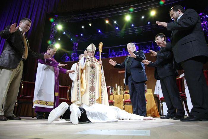 «Таинство рукоположения в сан епископа» пастора миссии «Благая Весть» Дмитрия Шатрова