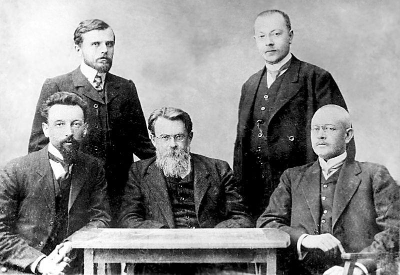 В. И. Вернадский в Московском университете с учениками, 1911