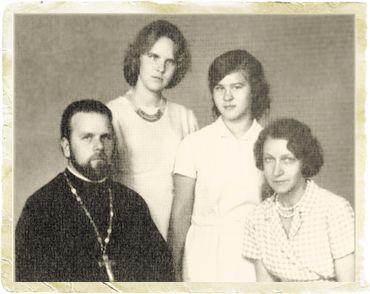 С супругой Татьяной, дочерьми Еленой и Марией. 1962