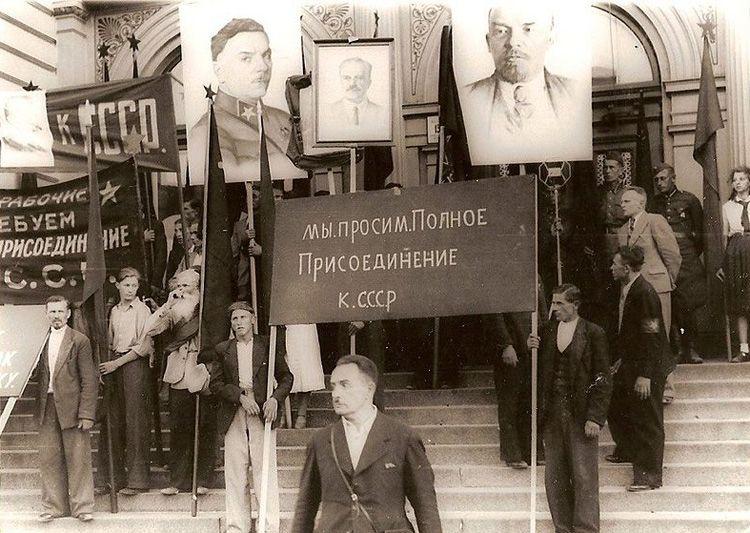 Жители Латвии просят присоединения страны к СССР. 1940