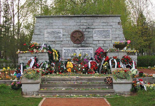 Братская могила в Синимяэ