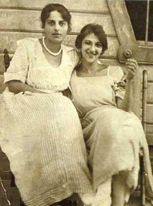 Фаина Раневская с сестрой Изабеллой