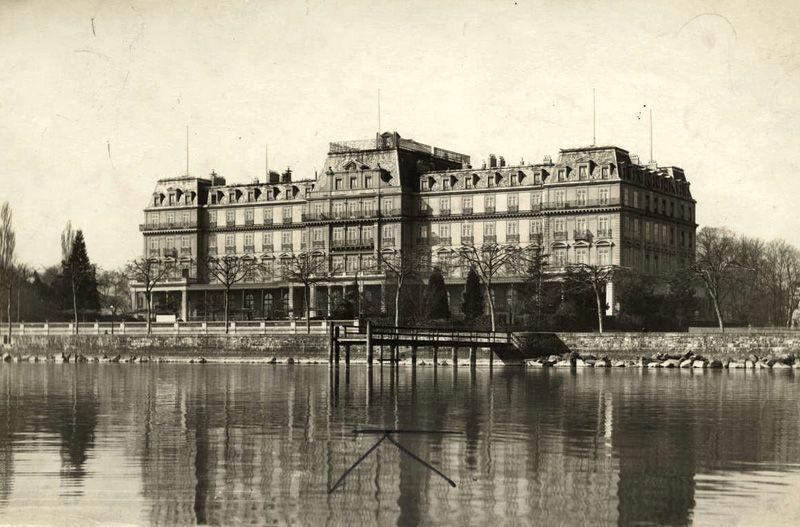 Штаб-квартира Лиги Наций на берегу Женевского озера в Швейцарии. 1920