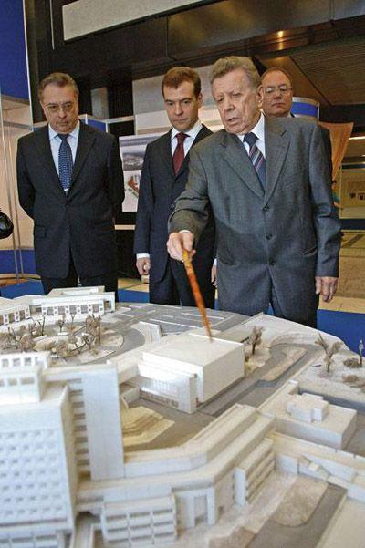 Евгений Чазов представляет проект расширения Кардиологического центра