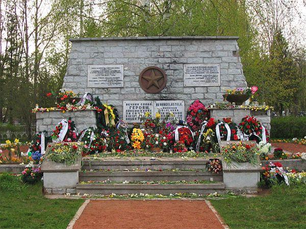 Братская могила советских воинов, погибших в боях на Синимяэских высотах в 1944 году