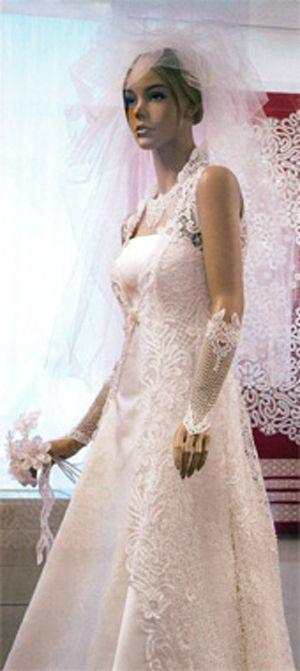 Платье свадебное «Невеста Севера». 2010?г. Авторы?А.?Н.?Ракчеева, Ю.?Е.?Захарова, Е.?Е.?Марочко