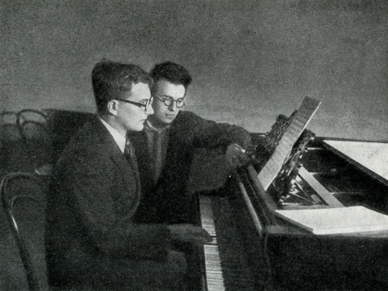 Д. Шостакович и Г. Свиридов, 1940