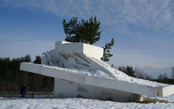 памятник «Легендарная полуторка»