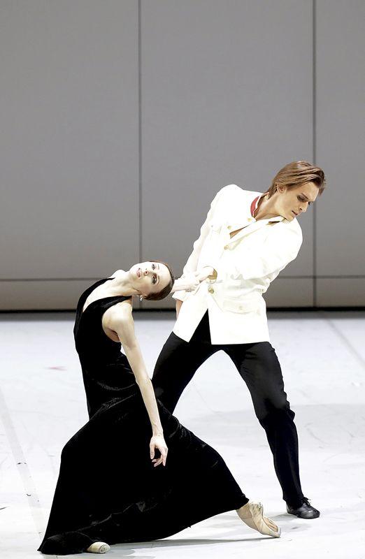 Каждодневный выбор наряда для знакомства работы танцев романтического скрещенные руки знакомства