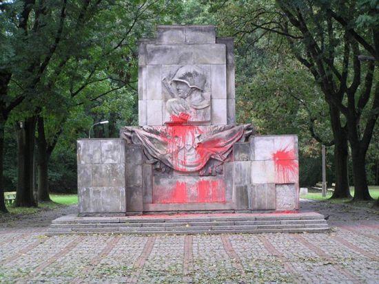 Памятник в Скарышевском парке
